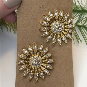 Vintage gold tone floral daisy statement earrings